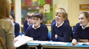 42401803-teacher-teaching-lesson-to-elementary-school-pupils